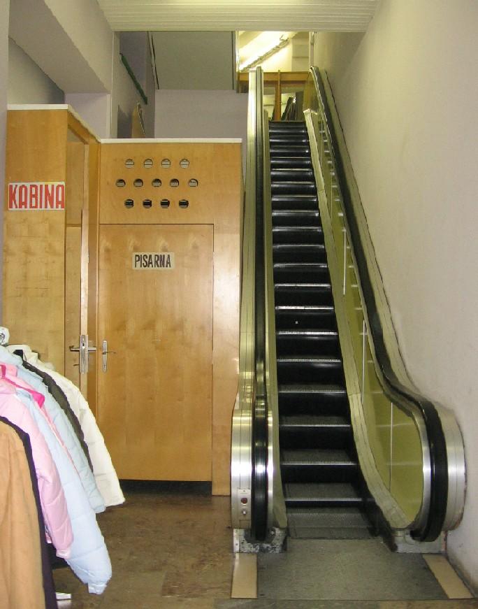 04 Tekoče stopnice