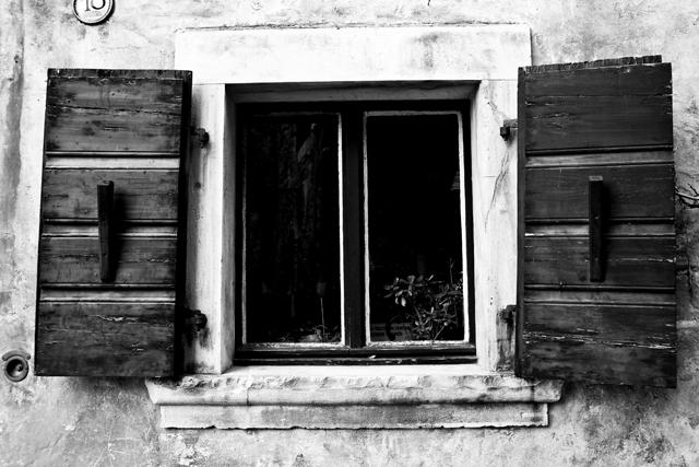 okno v Grožnjanu
