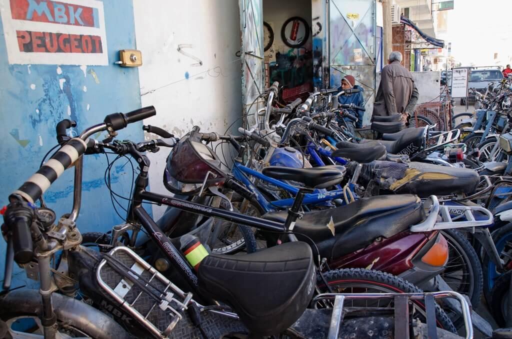 Mopedi v Douzu