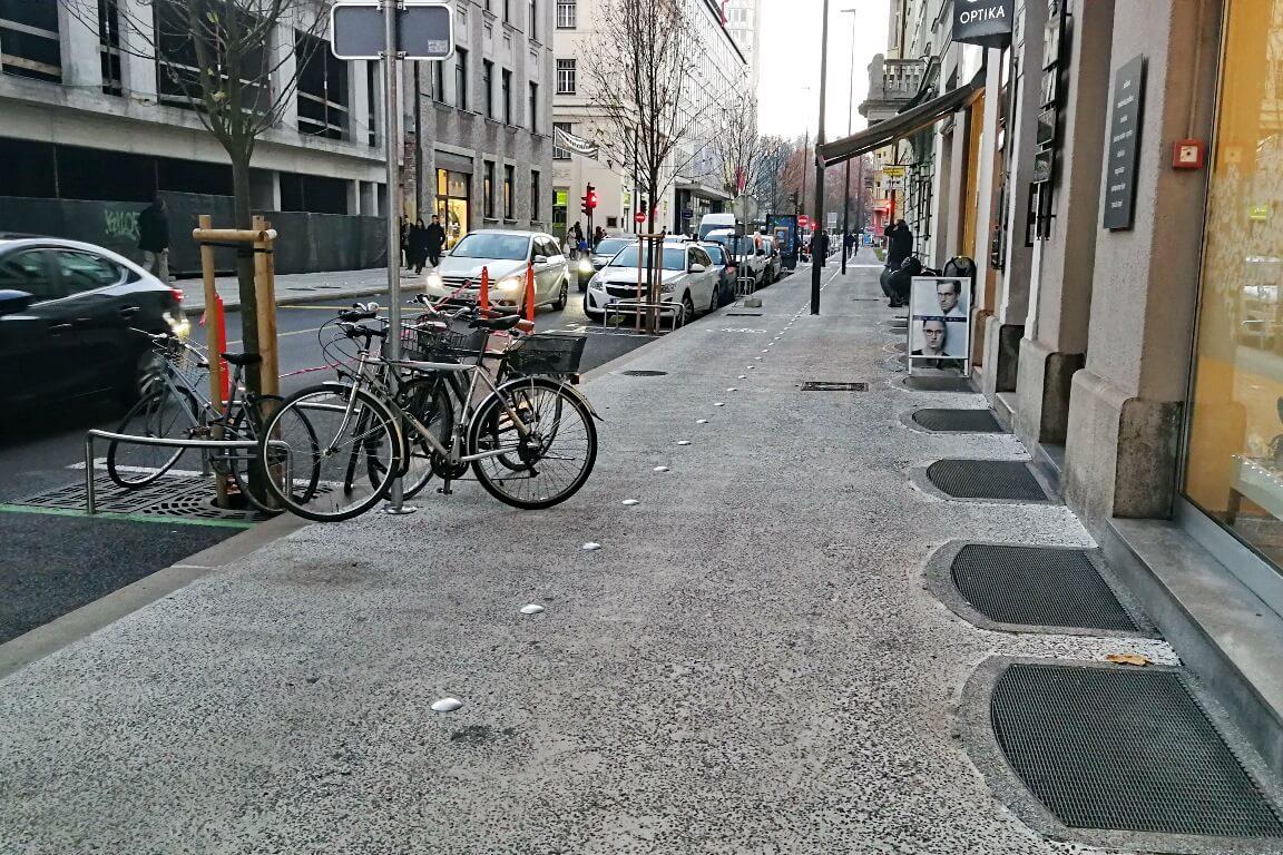 zaparkirana kolesarska steza
